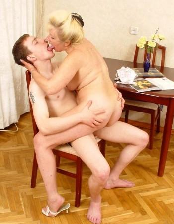 секс фото пожилых женщин с молодыми парнями